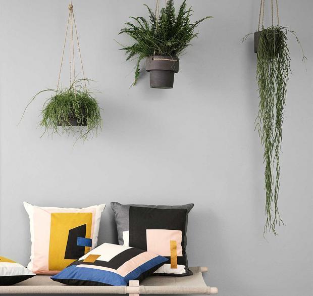 Wohnung Ideen Pflanzen Hängepflanzen Dekokissen eckig Design Wand grau