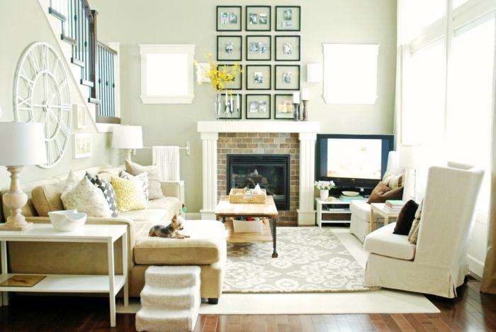 Wohnzimmer in hellen, harmonischen Farben