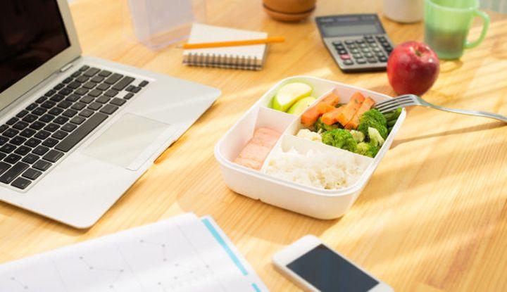 Sogar im Büro können Sie gesund essen
