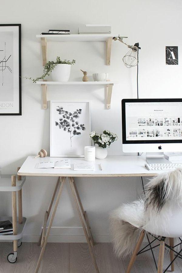 Arbeitsplatz zu Hause weißes Ambiente Wandregale Gemälde