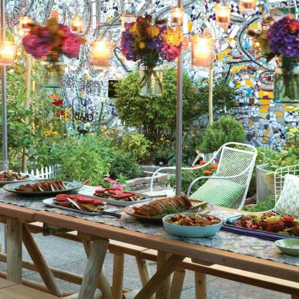 Beleuchtung, die den Garten zu einem stilvollen und gemütlichen Lounge-Bereich umwandelt