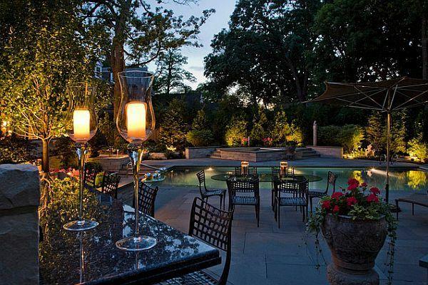 Der eigene Garten leuchtet in der Nacht