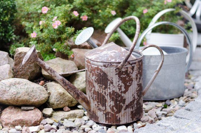 Früher einmal alltägliche Gebrauchsgegenstände aus Zink sind heute begehrte Gartenaccessoires