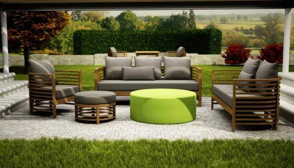 Garten-Sets werden in unterschiedlichen Materialien und Stilrichtungen angeboten