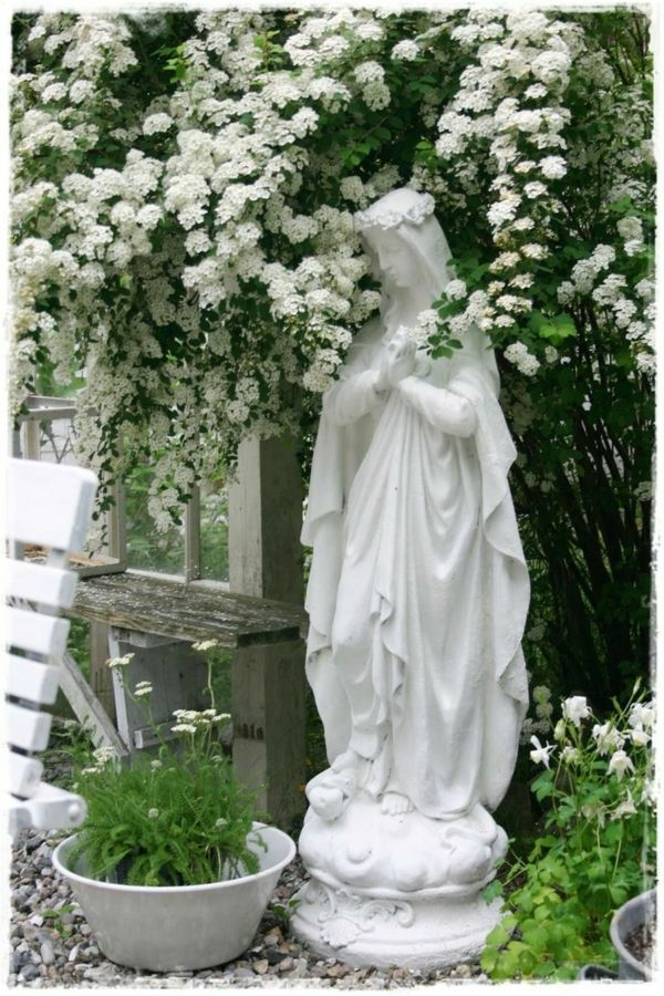 Garten, Terrasse und Balkon mit Blumen ganz in Weiß gestalten