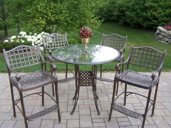 Gartenmöbel aus Edelstahl sehen klassisch aus