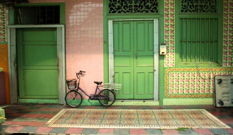 Grün für die Eingangstür im Süden, Osten und Südosten