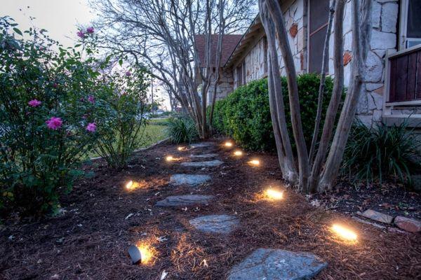 Gut beleuchtete Gartenwege sind unverzichtbar