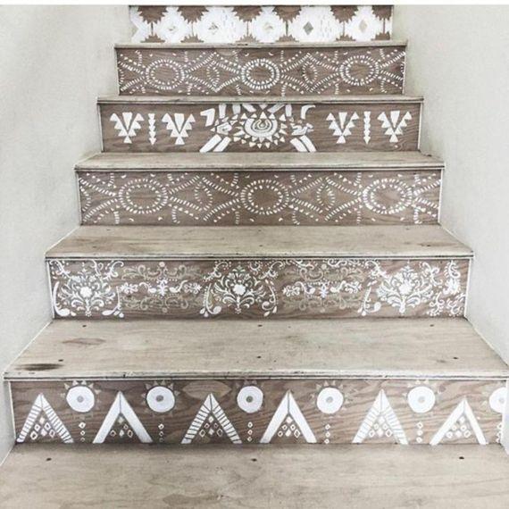 Holztreppen marokkanische Muster in Weiß