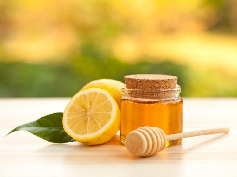 Zitronenwasser mit Honig tut dem Magen gut