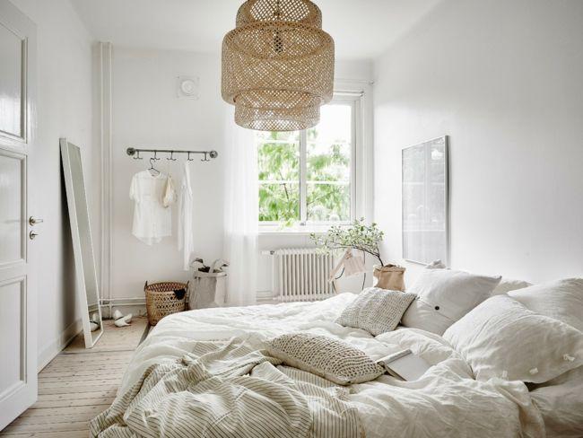 Die Farbe der Bettwäsche ist im Einklang mit dem weißen Ambiente