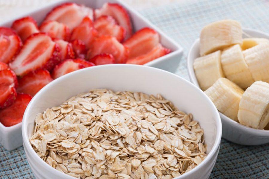 Ein gesundes Frühstück, das alle wichtigsten Nahrungsstoffe enthält