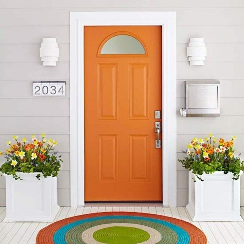 Orange für die Eingangstür im Südwesten und Nordosten