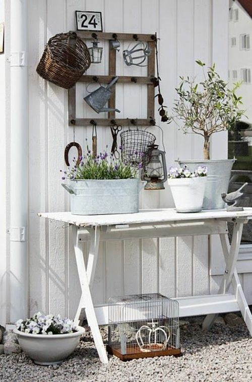 Outdoor Inspiration weißes Ambiente im Garten