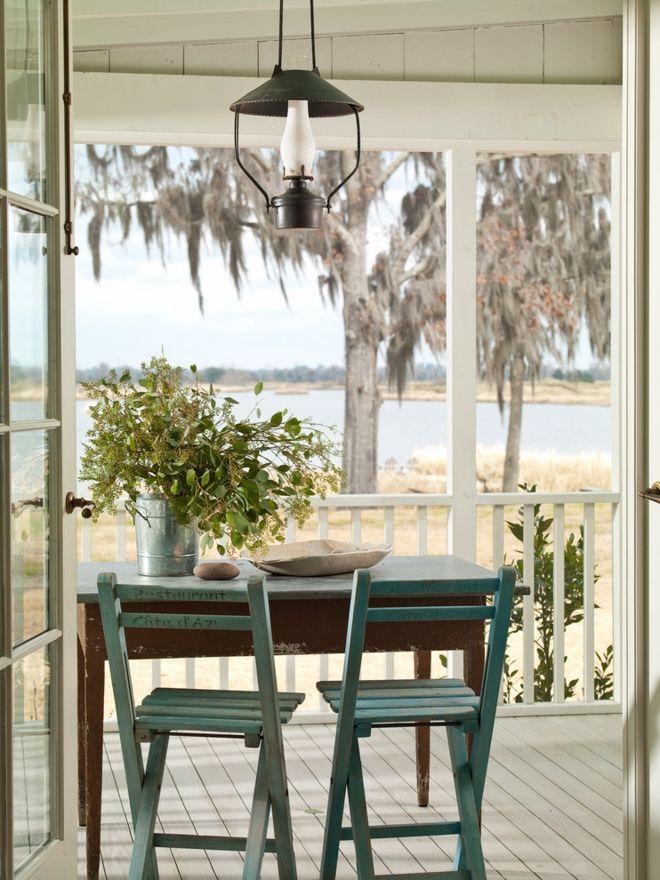 Outdoor Sommer Flohmarkt Klappstühle Terrasse gebrauchte Möbel