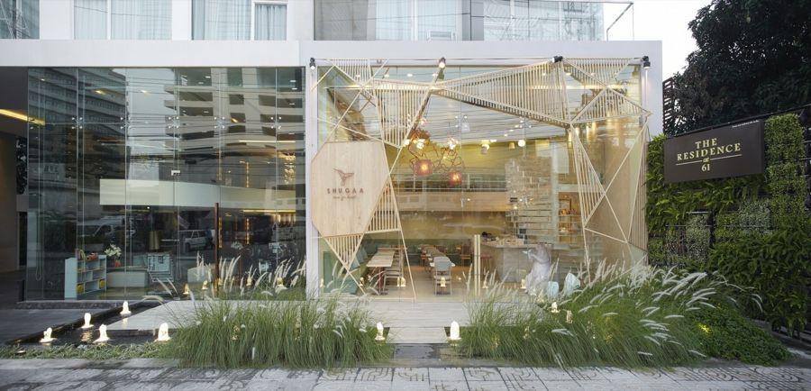 Panoramafenster Holzgitter Fassade trendig Design Outdoor