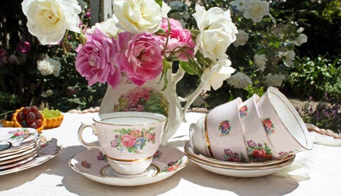 Rosen-Auszeit im Garten oder auf dem Balkon genießen