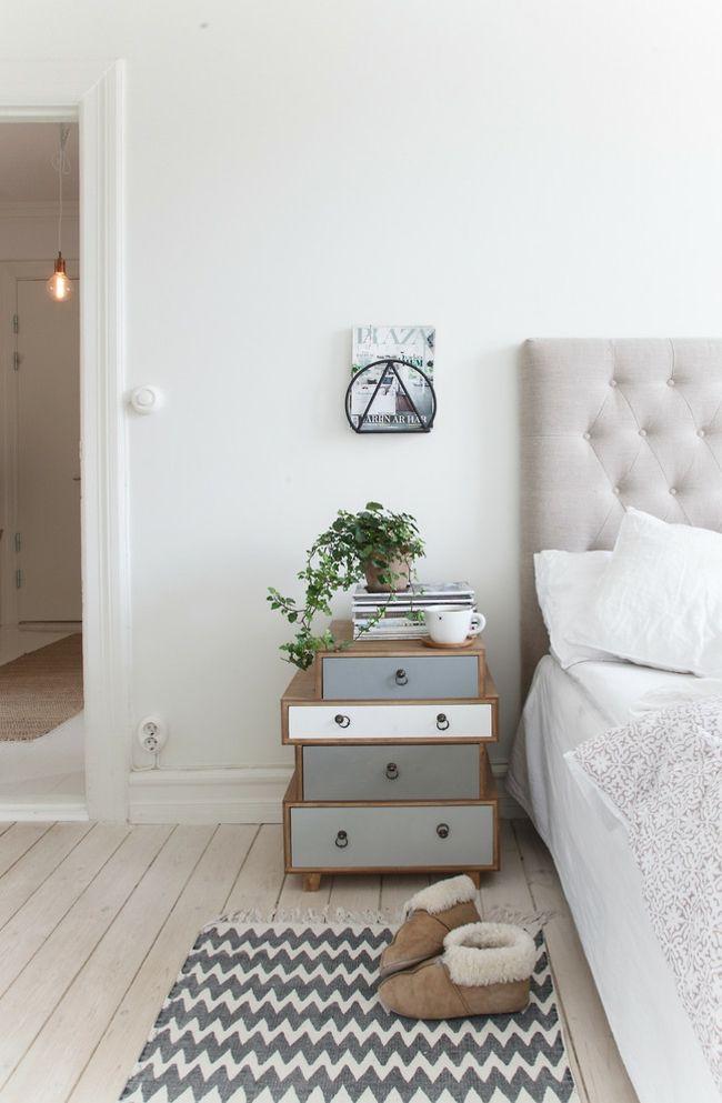 Ein kreativer und peppiger Nachttisch mit Schubläden