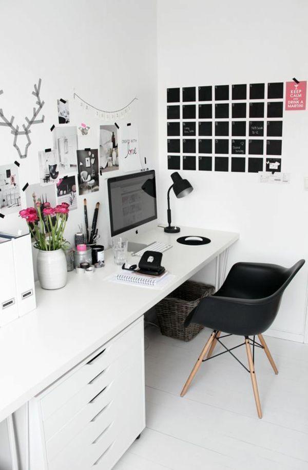 Schreibtisch in Weiß moderner Stuhl Schwarz Wanddekoration