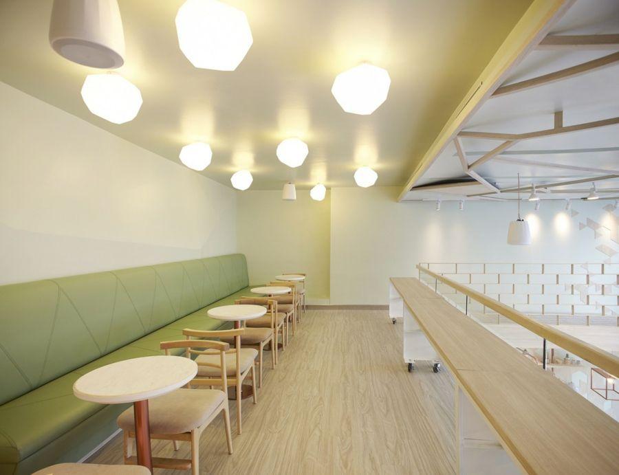 Sitzbank gepolstert grün Deckenleuchte Kaffeehaus