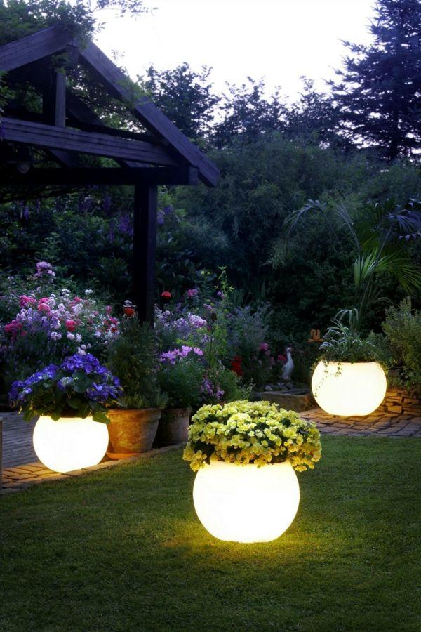 Solarlampen findet man heute in zahlreichen Formen und Farben