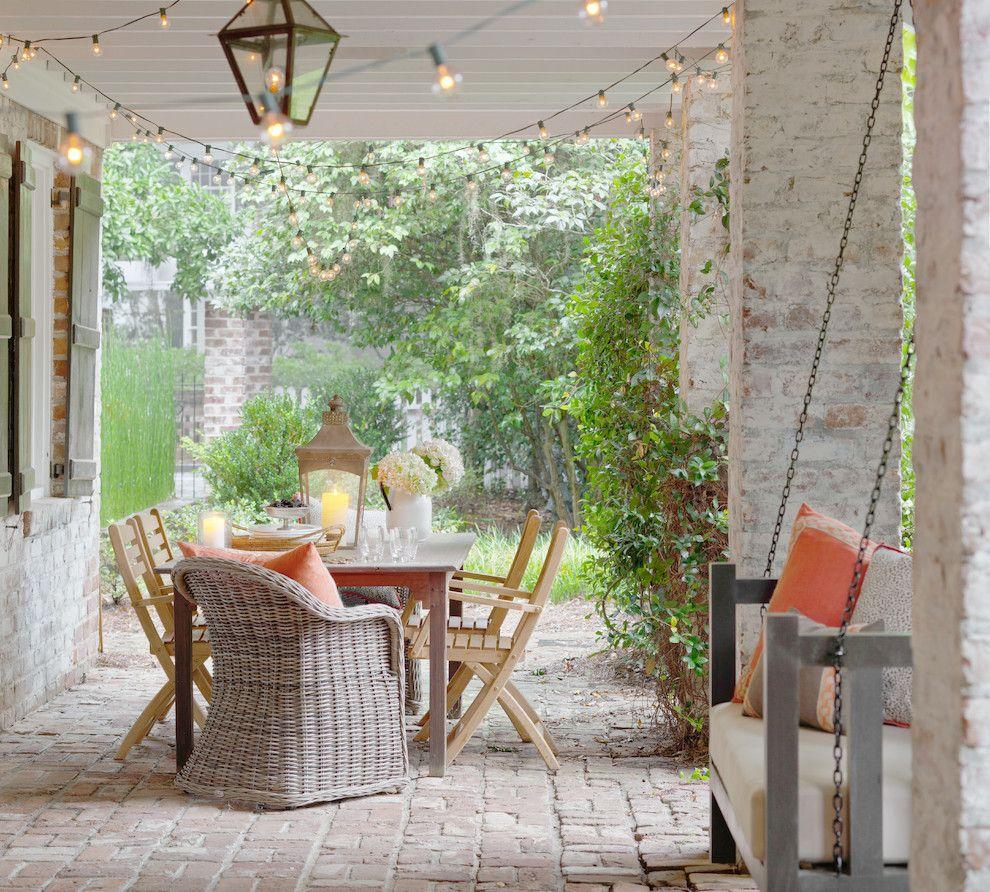 Sommer Terrasse Essbereich Gestaltung Lichterketten Laterne Rattan Sessel
