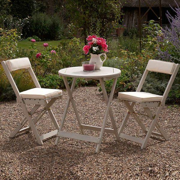 Weiße Gartenmöbel egal in welcher Form wirken in Weiß besonders edel