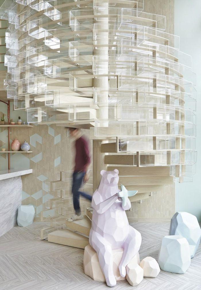 Wendeltreppe moderne Innenausstattung Kaffeehaus Holzboden