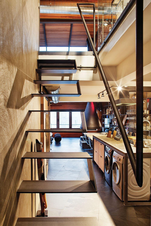 Designer Treppen führen zum zweiten Level der Wohnung