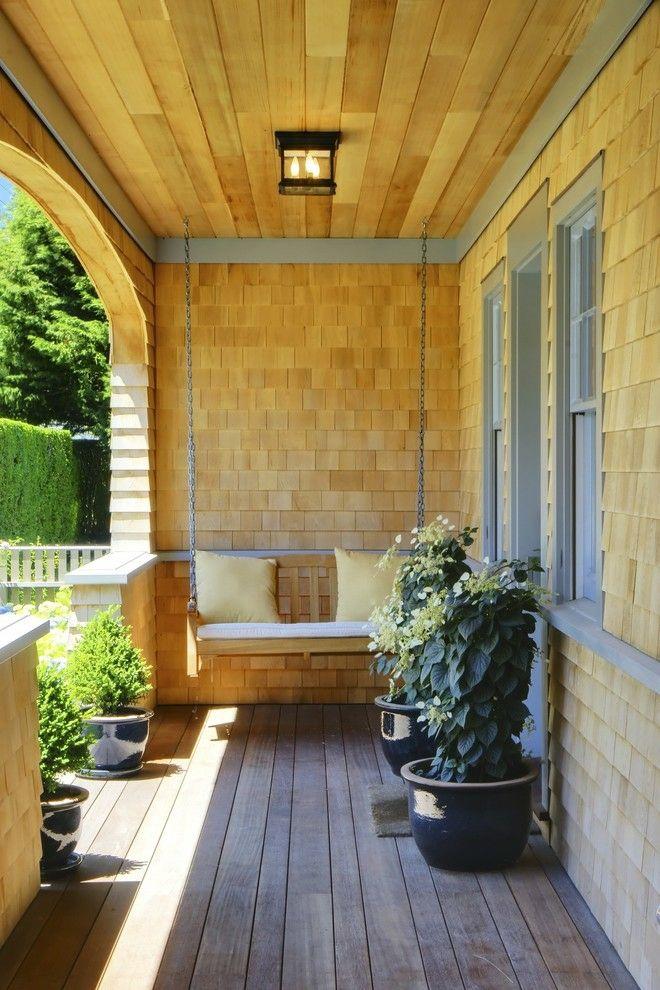 komfortable Schaukel Holzboden Holzverkleidung Terrasse Sommer