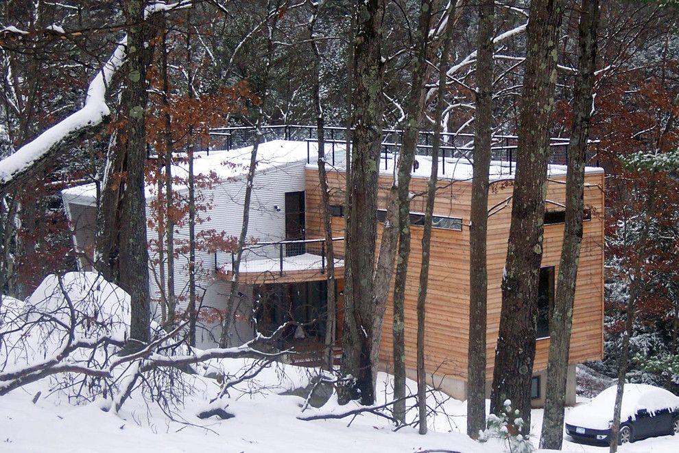Trendige Architektur im Wald