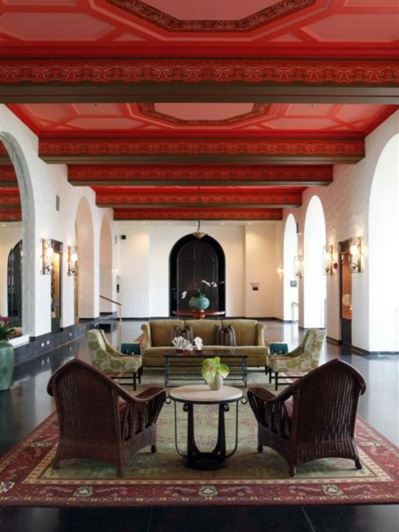 rote Decke Wohnbereich Gestaltung Marokko