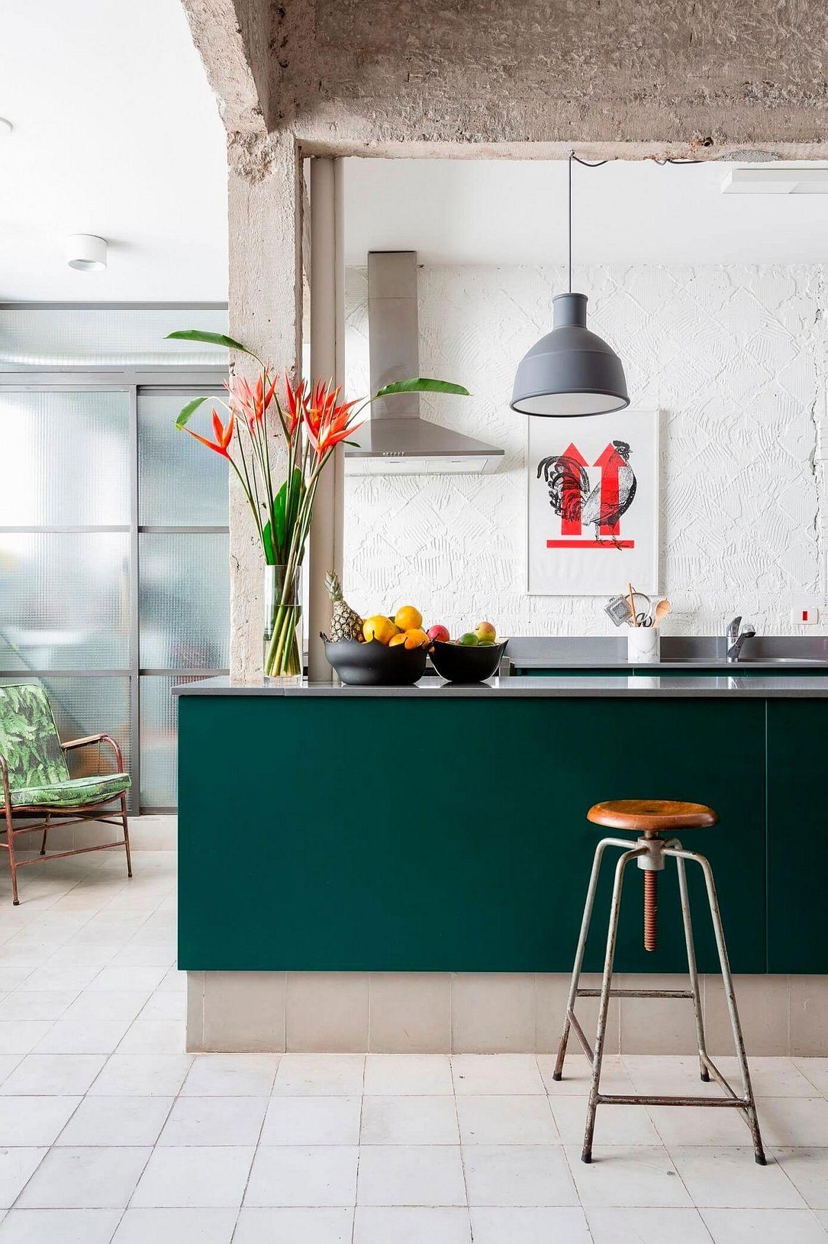 ppiges gr n und farbenfrohes vergn gen verflechten sich in einer tollen wohnung in s o paulo. Black Bedroom Furniture Sets. Home Design Ideas
