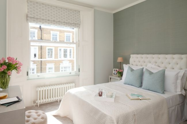 Schöne Deko Kissen im Einklang mit der Farbe der Wände