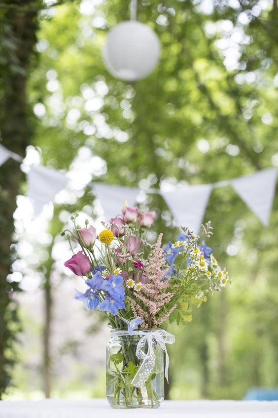 Einmachglas mit Feldblumen Gartendeko Outdoor-Party