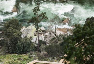 Fluss In Portugal paiva walkways merkwürdiger gehweg am paiva fluss in der gemeinde