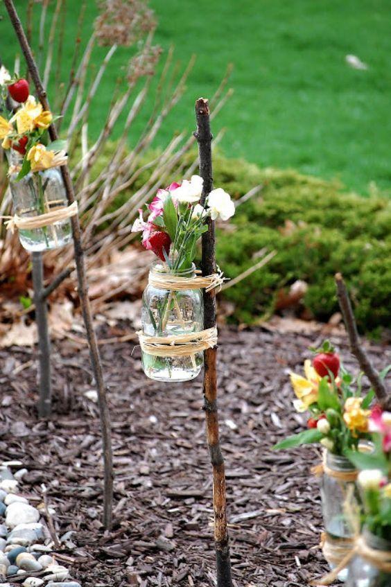 Gartenfeier Dekoration Gläser Vasen Blumen Outdoor