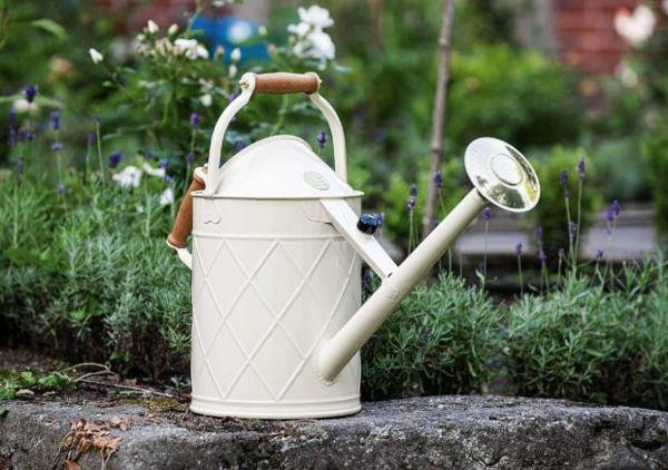 Gartengestaltung Deko Gießkanne britisches Design