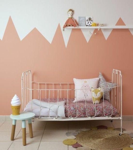 Geometrische Wandgestaltung Lachs Farbe Kinderzimmer erfrischen
