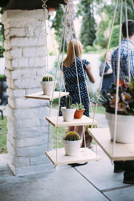 Hängende Regale im Garten Kakteen Dekoration