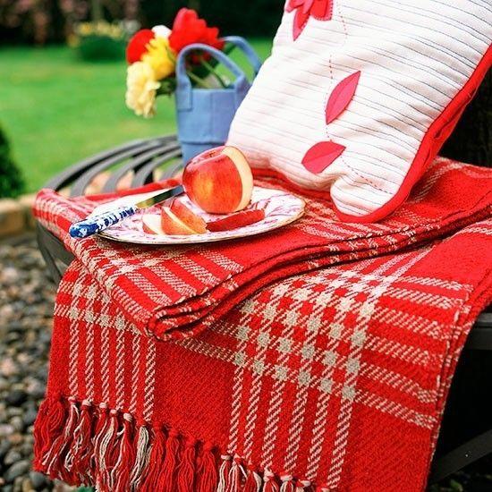 Idee für ein romantisches Picknick im Garten