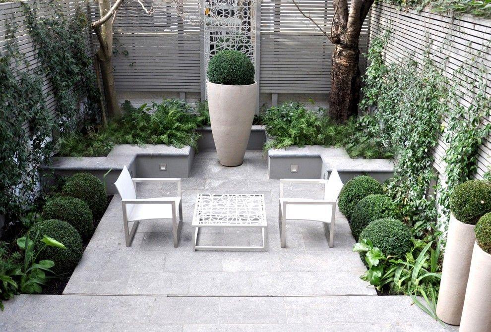 Ideen kleinen garten terrasse sitzecke große Pflanzkübel