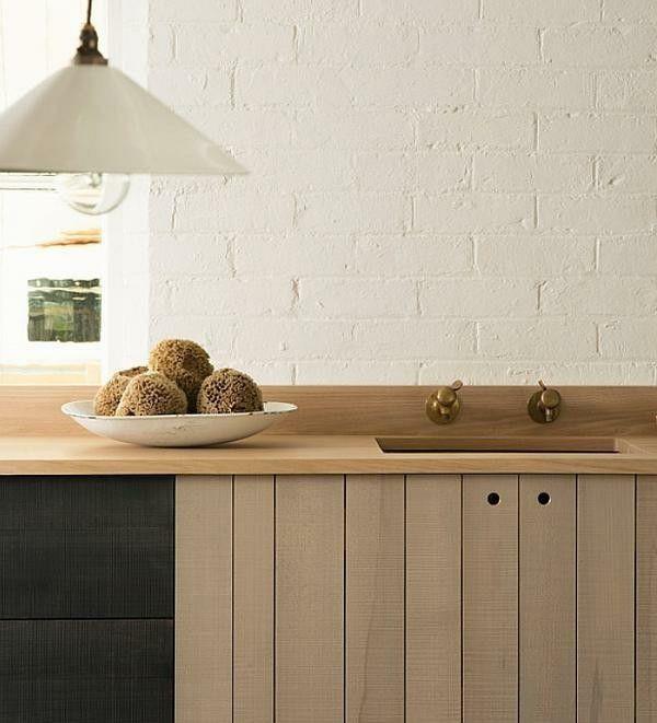 Küchenarbeitsplatte aus Holz.
