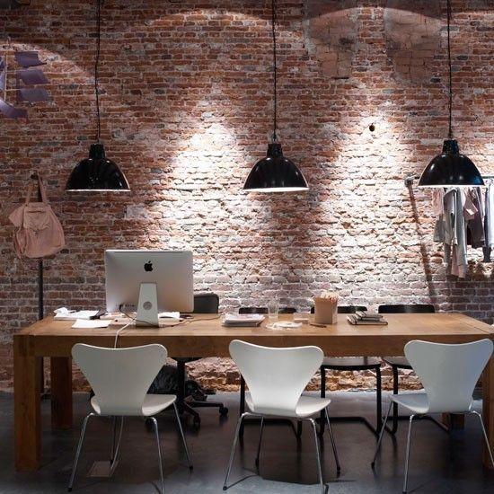 Klassischer Holztisch Wand Ziegel Bodenbelag Modern Möbel
