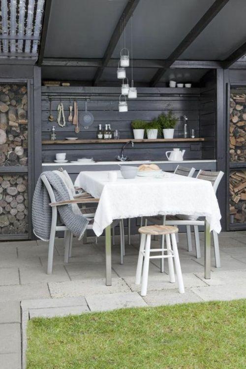 Schutzdach weiße Decke graue Mübel Gartenküche