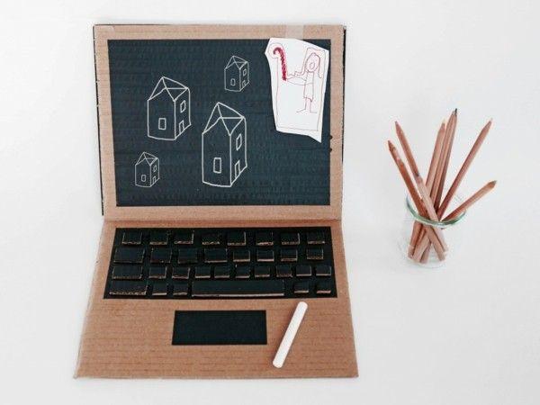 Spielzeuge selbstmachen Laptop Notebook aus Karton