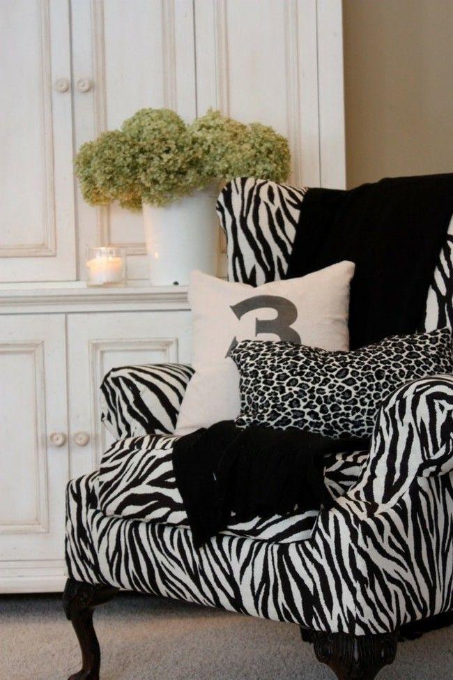 zebra wohnzimmer:Ein klassischer Zebradruck funktioniert ausgezeichnet in diesem