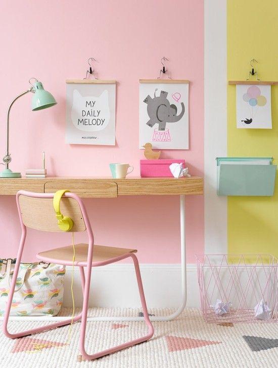 Wandgestaltung Kinderzimmer in Rosa und Gelb Schreibtisch