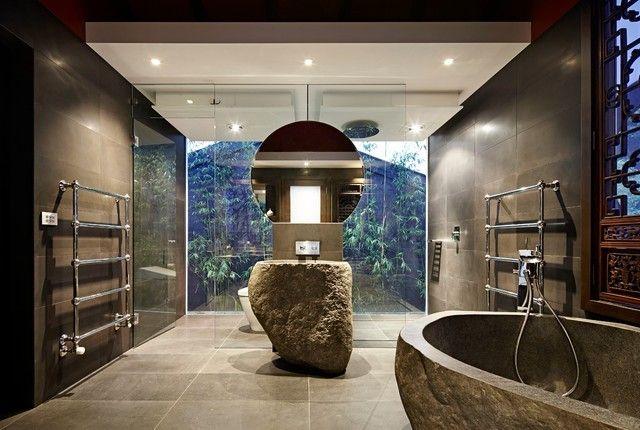 aziatisches Bad Wanne aus grob bearbeitetem Stein