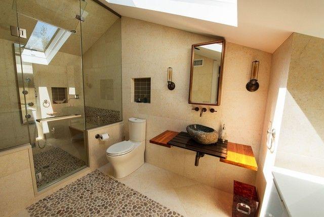aziatisches Bad mit traditionellen Akzenten Waschbecken aus Holz